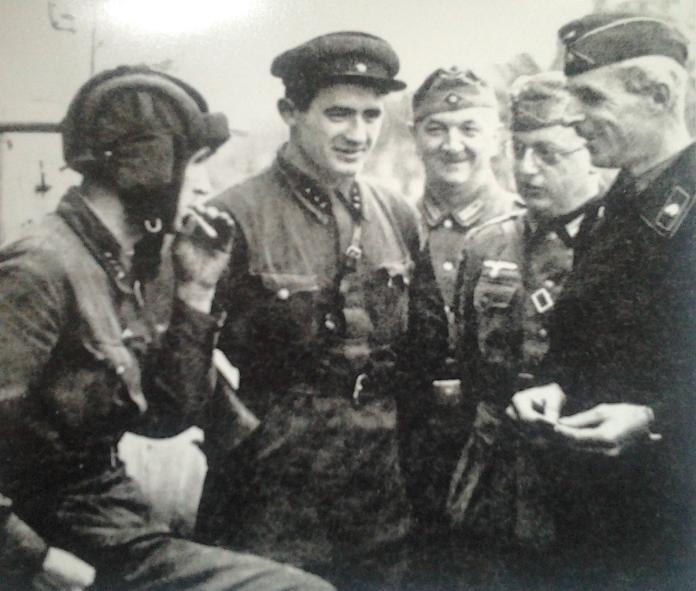 Żołnierze radzieccy i niemieccy we wrześniu 1939