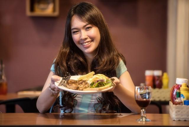 """Użytkownicy TripAdvisor nie tylko recenzują miejsca, które odwiedzili, ale i oceniają. Na tej podstawie powstają rankingi. Jesteście ciekawi, jak wypadły restauracje w Przemyślu?  Zobacz także: Bohaterki programu """"Kuchenne rewolucje"""". Jak Magda Gessler uratowała ich restauracje?"""