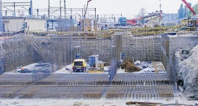 Dopóki fundamenty pod budynkiem Dworca Zachodniego nie zostaną wzmocnione, o budowie tunelu nie ma co myśleć