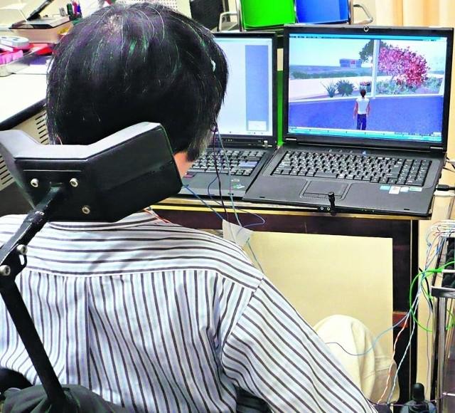 Sparaliżowany od 30 lat mężczyzna może samymi falami mózgowymi sterować grą