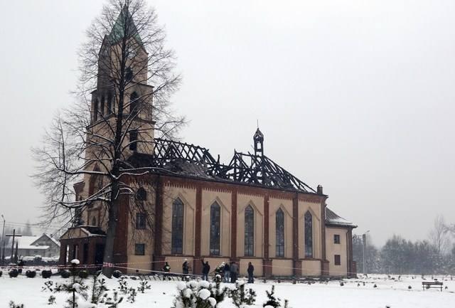 Zniszczony kościół w wyniku pożaru