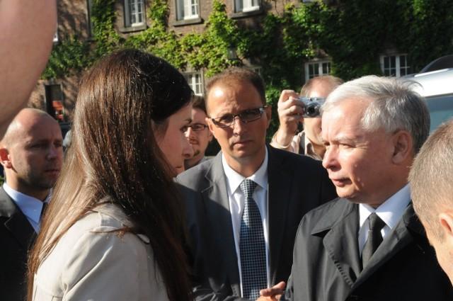 Jacek Rudziński jest zawsze blisko prezesa, a ten darzy go zaufaniem. Na zdjęciu przy rozmowie szefa PiS z bratanicą Martą Kaczyńską