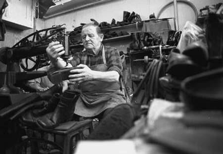 Władysław Plinta ma 75 lat, od dziesięciu prowadzi zakład szewski przy ul. Hajduka w Cieszynie. Wcześniej działał przy Górnym Rynku, Wyższej Bramie i w Goleszowie. WOJCIECH TRZCIONKA