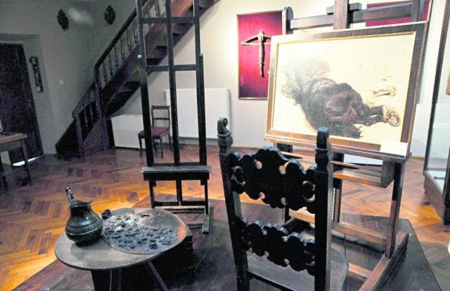 Pracownia malarza, z krzesłem,  na którym siadał odpoczywając podczas tworzenia