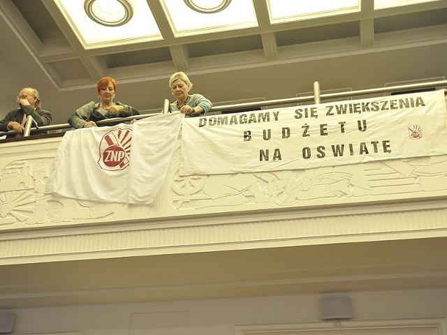 Protest nauczycielskich związków na sesji Rady Miejskiej