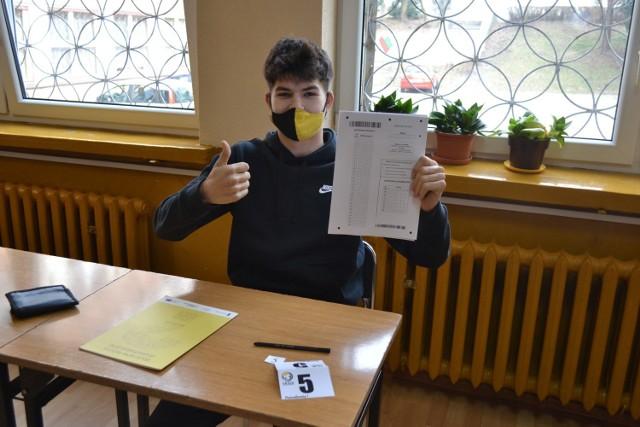Uczniowie Technikum nr 6 w CKZiU w Sosnowcu pisali maturę próbną z matematyki.   Zobacz kolejne zdjęcia. Przesuń zdjęcia w prawo - wciśnij strzałkę lub przycisk NASTĘPNE