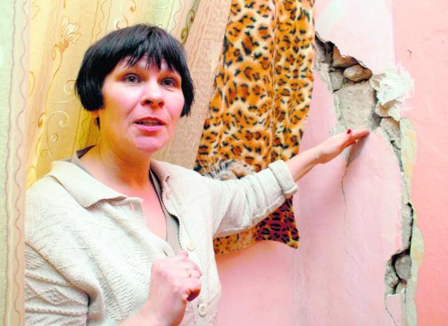 Grzyb, wilgoć i strach, że dom się zawali - w takich warunkach żyje pięć rodzin