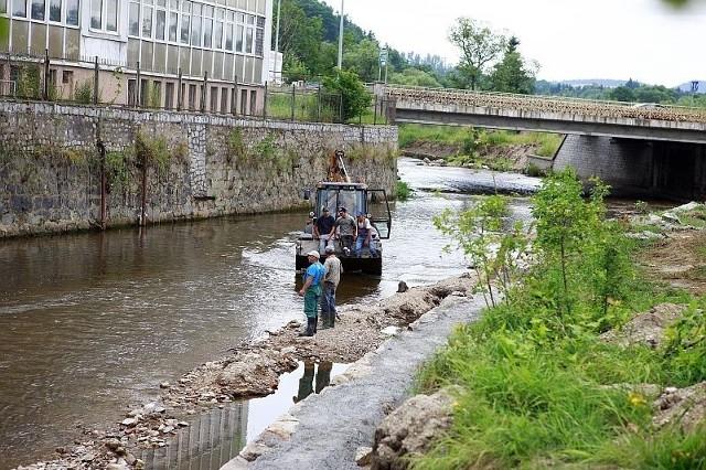 Jelenia Góra. Rzeka Kamienna już nie zatopi zakładów i domostw. Trwa regulacja koryta