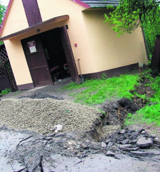 Najpierw przenieśliśmy się do teściów, ale teraz i im dom pęknął na pół