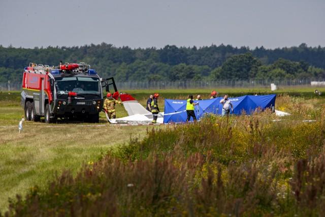 Tragiczny w skutkach ubiegłoroczny wypadek awionetki na bydgoskim lotnisku. W 2020 roku lotniskowa służba ratownicza wzięła 8 razy udział w takich działaniach.