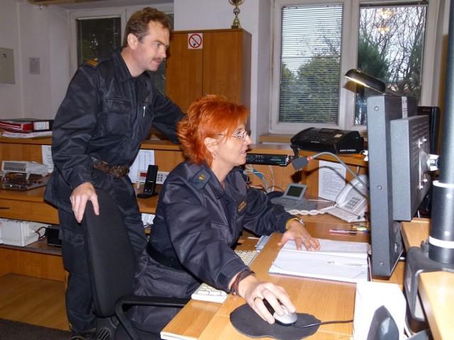 Strażak Roku 2014  PSP Łowicz. PSP w Łowiczu została powołana do życia  w 1982 r. W jednostce służy 59 strażaków. W tej liczbie mieści się 5 ratowników medycznych. Wyposażenie w sprzęt umożliwia jednostce podejmowanie najtrudniejszych akcji ratowniczych.  wyślij sms o treści pSP.21 na numer 72355