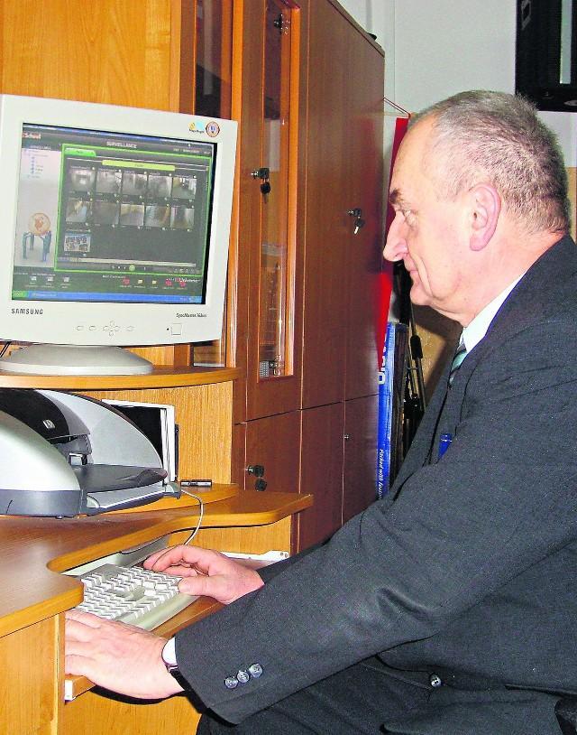 Eugeniusz Bogacz chce by jego szkoła jako pierwsza miała wirtualną klasę