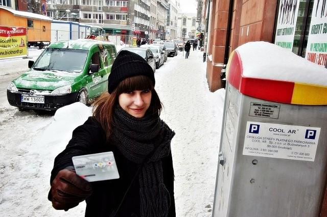 - Wrocławskie parkometry powinny przyjmować Urbancard - zauważa Weronika Bela