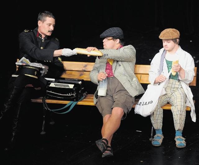 """Z warsztatów terapii zajęciowej """"Przylesie"""" spektakl przeniósł widzów na paryskie bulwary"""