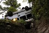 Wypadek busa pod Lutomierskiem. Są ranni [ZDJĘCIA+FILM]