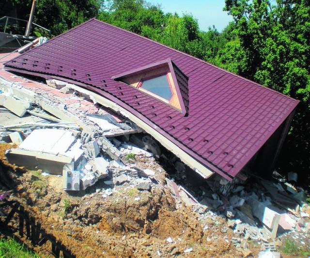 W sobotę po godzinie 14 runął budynek na Dębniku