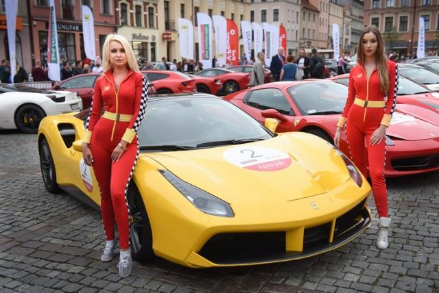 Mieszkańcy Torunia się bogacą? Na to wskazują marki samochodów, którymi jeżdżą. W Urzędzie Miasta Torunia rejestrujemy coraz więcej aut uznawanych za ekskluzywne. Zobaczcie, których jest najwięcej. Uwaga! Niektóre tych z elitarnych pojazdów są na sprzedaż.   WIĘCEJ NA KOLEJNYCH STRONACH>>>