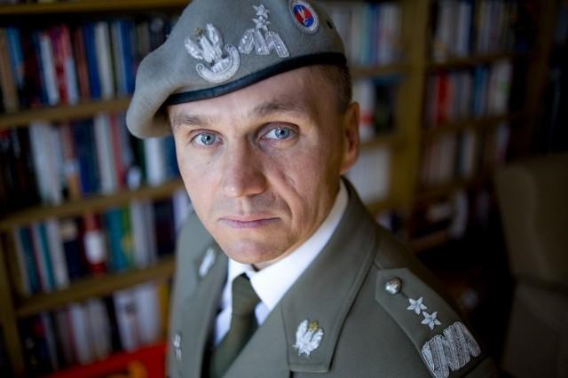 Zdaniem gen. Romana Polki potrzebna jest większa kontrola nad służbami specjalnymi. - Podsłuchy wykorzystywane są zbyt często i w zbyt błahych sprawach - twierdzi generał