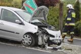 Zderzenie dwóch aut na krajówce. Dwie osoby trafiły do szpitala [ZDJĘCIA]
