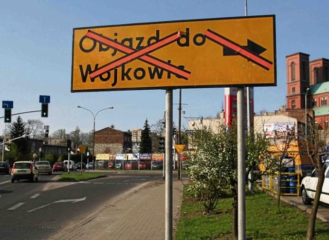 Na razie znaki wprowadzające zmiany na ul. Staszica zakryto