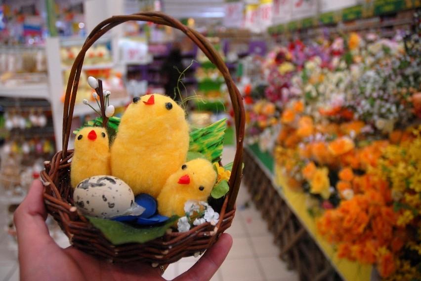 Wielkanocne jajka, pisanki, baranki, zajączki - oczywiście. Ale toczy się też cicha rywalizacja pomiędzy... kurczakami i kaczkami
