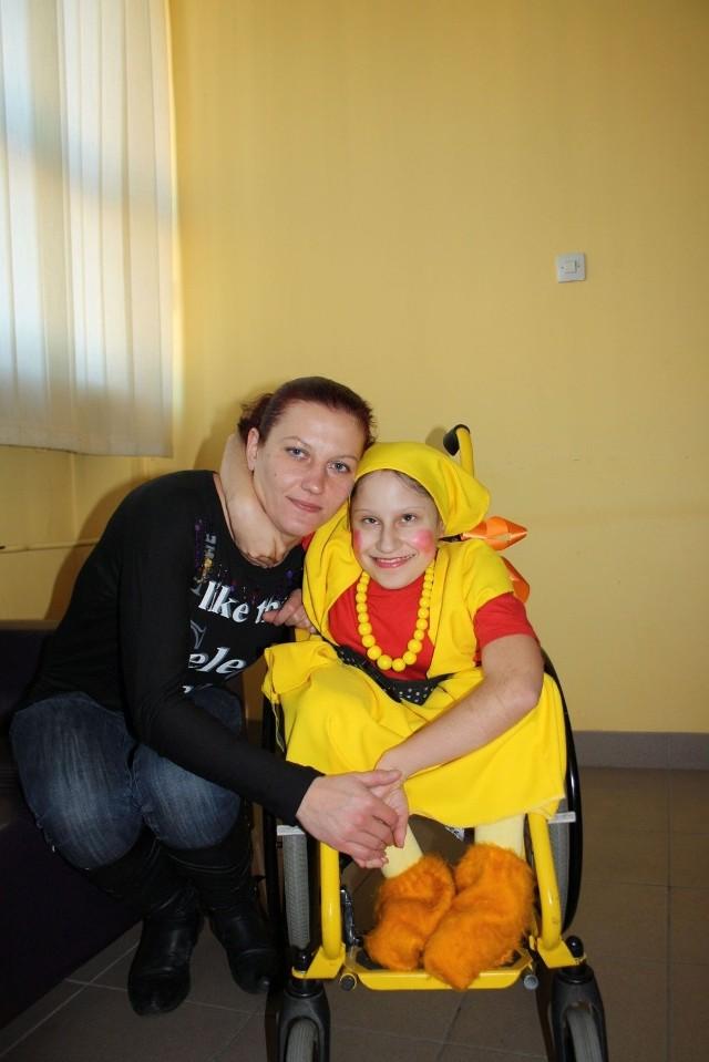 Kamila Kałwa z mamą Magdaleną przed próbą spektaklu, który wystawiony będzie w piątek
