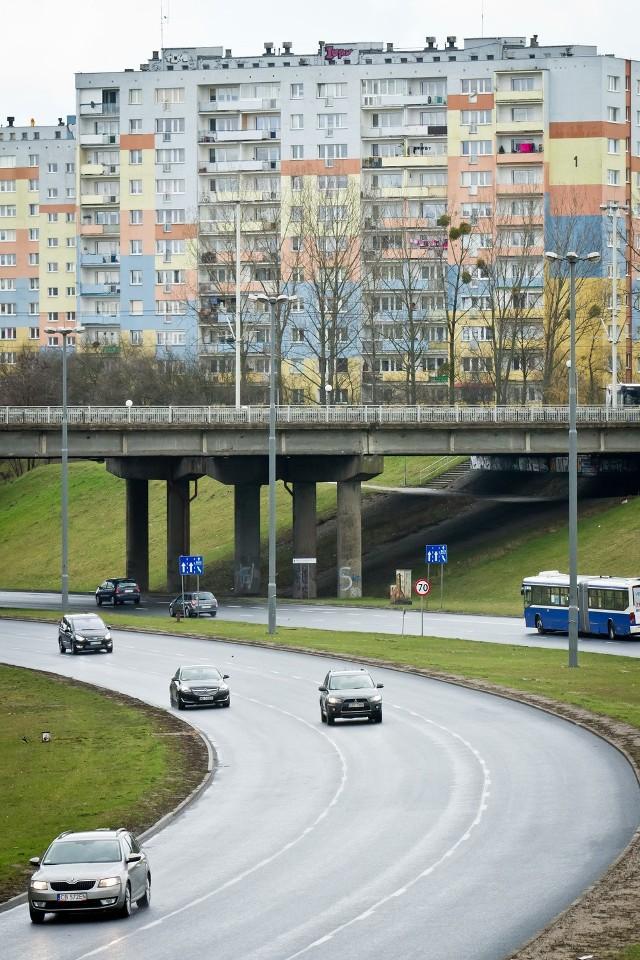 Południowa część wiaduktu nad al. Jana Pawła II nie jest obecnie w najlepszym stanie technicznym i wymaga poważnego remontu.