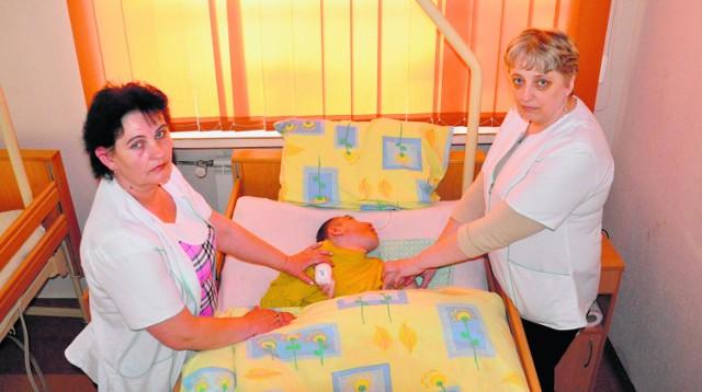 (Od lewej) Bogusława Makowczyńska i Barbara Kotlarz nie wyobrażają sobie dalszego istnienia DPS-u bez pielęgniarek