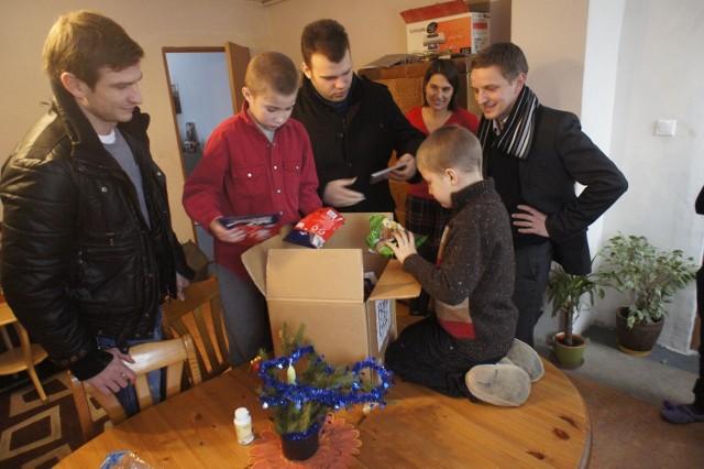 Paczka trafiła do chorego na  mukowiscydozę 10-letniego Aleksa, który mieszka z trojgiem rodzeństwa w Poznaniu