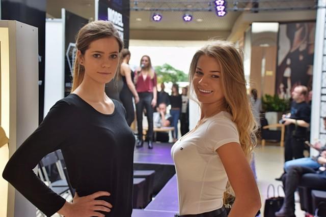 Na zdjęciu: Iga Radulska (z lewej) i Maria Jasiuk. Dziewczyny są zdeterminowane żeby zaistnieć w świecie modelingu.  Kandydaci na modelki i modeli musieli się zaprezentować się na wybiegu ustawionym w Atrium Biała. W tym czasie mogli oni skorzystać z warsztatów, wzięli udział w sesji zdjęciowej i mini wykładach na temat funkcjonowania świata mody.   Zwycięzcy castingów lokalnych zostaną zaproszeni na finał ogólnopolski, który odbędzie się w październiku bieżącego roku w Warszawie.