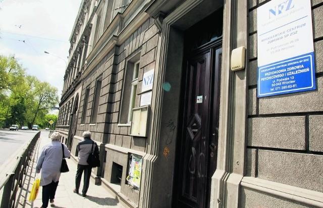 Miejscy radni nie zainteresowali się, co mieści się w budynku, który zdecydowali się sprzedać
