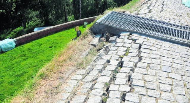 Na Kopcu Kościuszki pozornie zniszczenia są niewielkie. Trzeba go będzie remontować za 5 mln zł