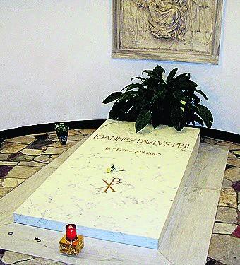 Płyta pochodzi z grobu Jana Pawła II w Grotach Watykańskich