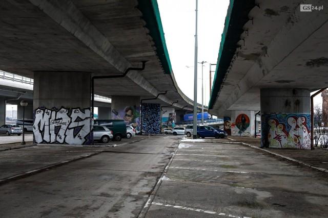 Parking pod Trasą Zamkową w Szczecinie.