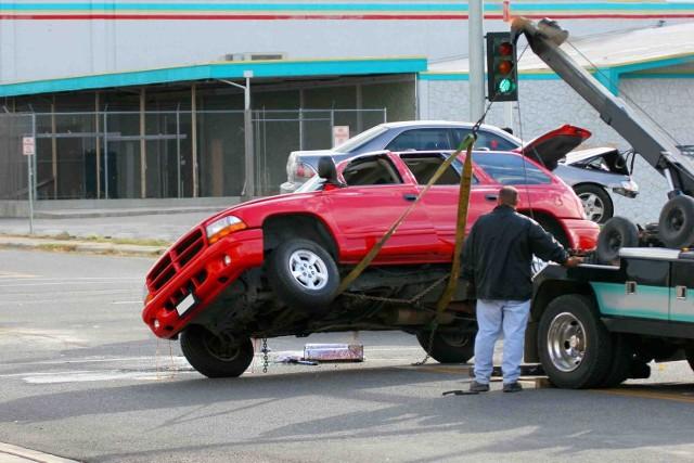 Auto bez OC odholowywała odpłatnie policja. Oddawała je dopiero po wykupieniu OC