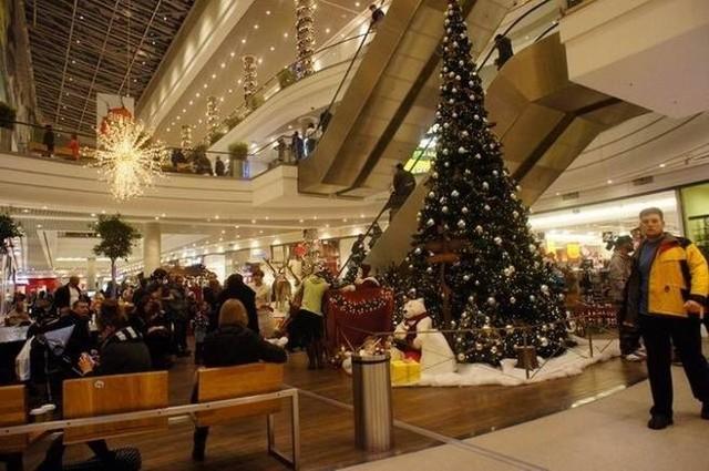 W święta w sklepach słychać piosenki kojarzące się z Bożym Narodzeniem