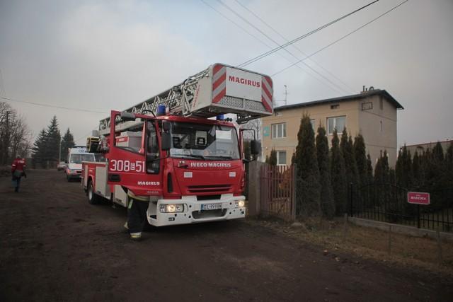 53-letni mężczyzna chciał skoczyć z dachu swojego domu. Dramat rozgrywał się w czwartek po południu przy Beskidzkiej w Łodzi.