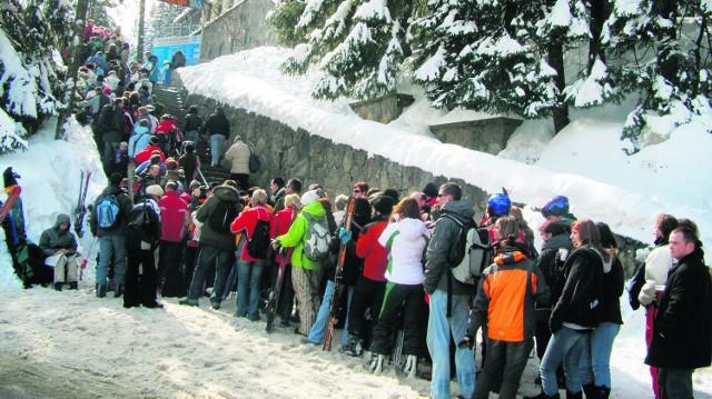 Autorów przewodnika snowboardowego najbardziej zaniepokoiły kolejki do wyciągów i sposoby płatności za zjazdy