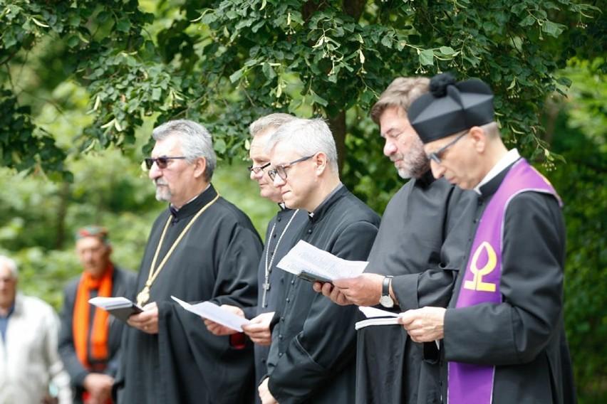 W niedzielę 4 lipca o godzinie 13 rozpoczęła się modlitwa z...