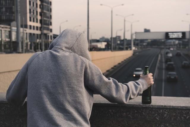 Pijani kierowcy lub tacy, którzy decydują się na kierowanie samochodem pod wpływem narkotyków, to poważny problem na polskich drogach. Policja na stronie internetowej www.poszukiwani.policja.pl opublikowała zdjęcia osób poszukiwanych za złamanie artykułu 178 kodeksu karnego.