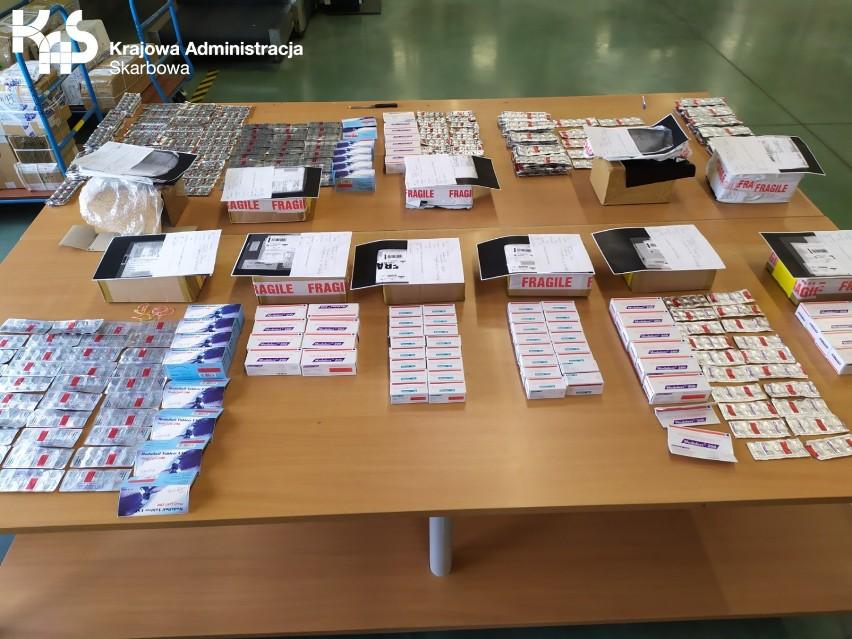 Przesyłki z nielegalnymi lekami przechwycono w Oddziale Celnym Pocztowym w Pruszczu Gdańskim. To największe ujawnienie od lat!