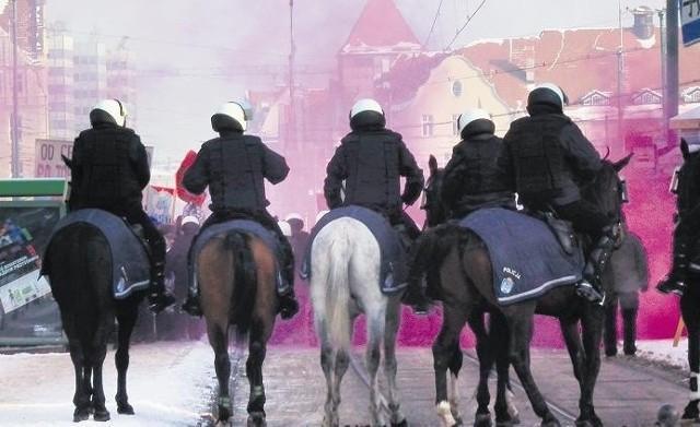 Policja konna regularnie zabezpiecza mecze i demonstracje