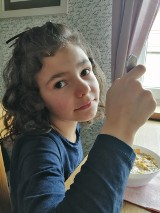 Gmina Malbork. Nakrętki dla Weroniki są zbierane w kilku sołectwach. Mieszkańcy dokładają w ten sposób cegiełkę do rehabilitacji dziewczynki