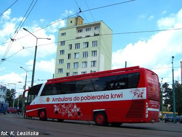 Krew można oddać w specjalnym autobusie, który stanął na terenie zajezdni przy Głogowskiej