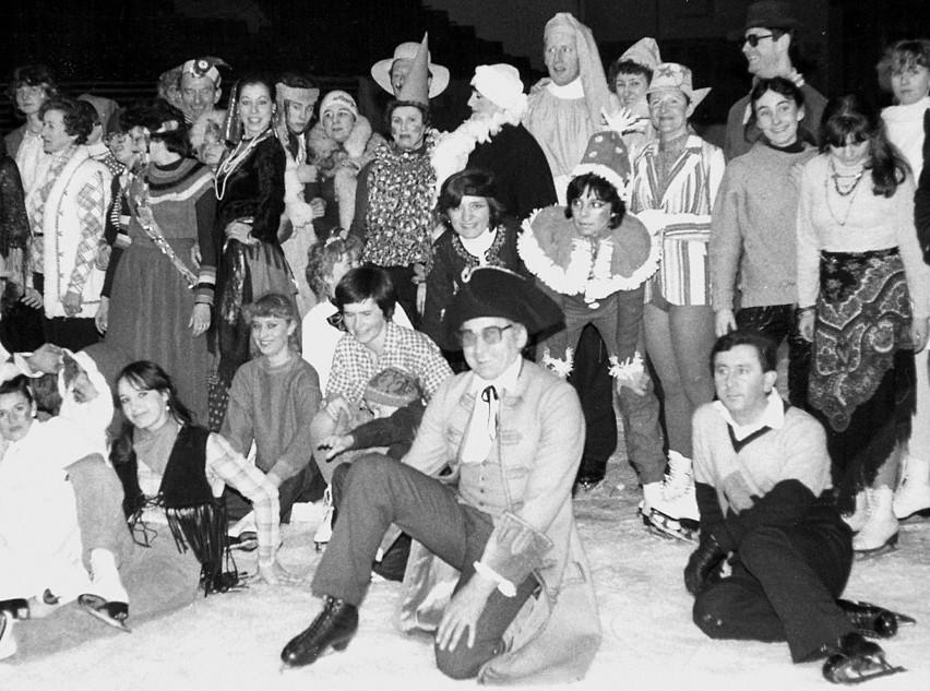 """""""Hala Sportowa"""" nie tylko wychowywała zawodników. Do dziś organizowane są bale karnawałowe na lodzie. Pierwszy zorganizowano w 1965 roku"""