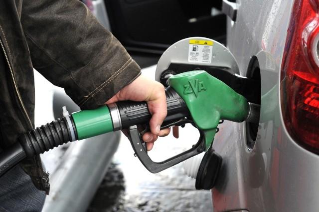 W poniedziałek od 18:00 do 21:00 kierowcy protestują przeciwko cenom paliw.