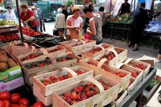 W piątek na lubelskich targowiskach można było kupić kilogram truskawek już za 8 zł