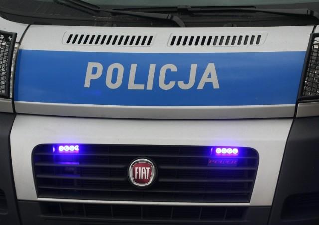 14-latek uciekał przed policja autem dziadka. Wiózł pijanych kolegów.