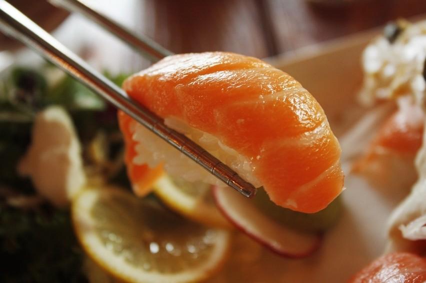 W Koku Sushi do wyboru jest sześć rodzajów lunchu. Najtańszy...