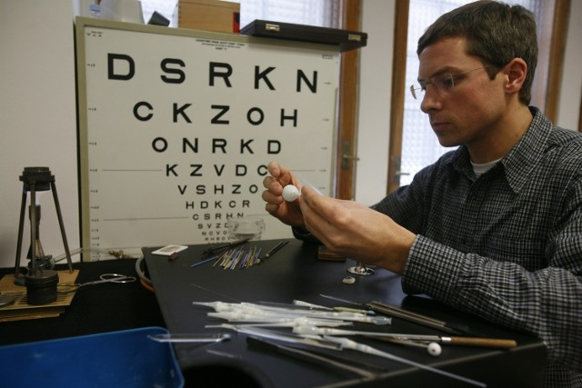 Thorsten Meyer wie, że proteza oka musi nie tylko dobrze leżeć w oczodole, ale i wyglądać
